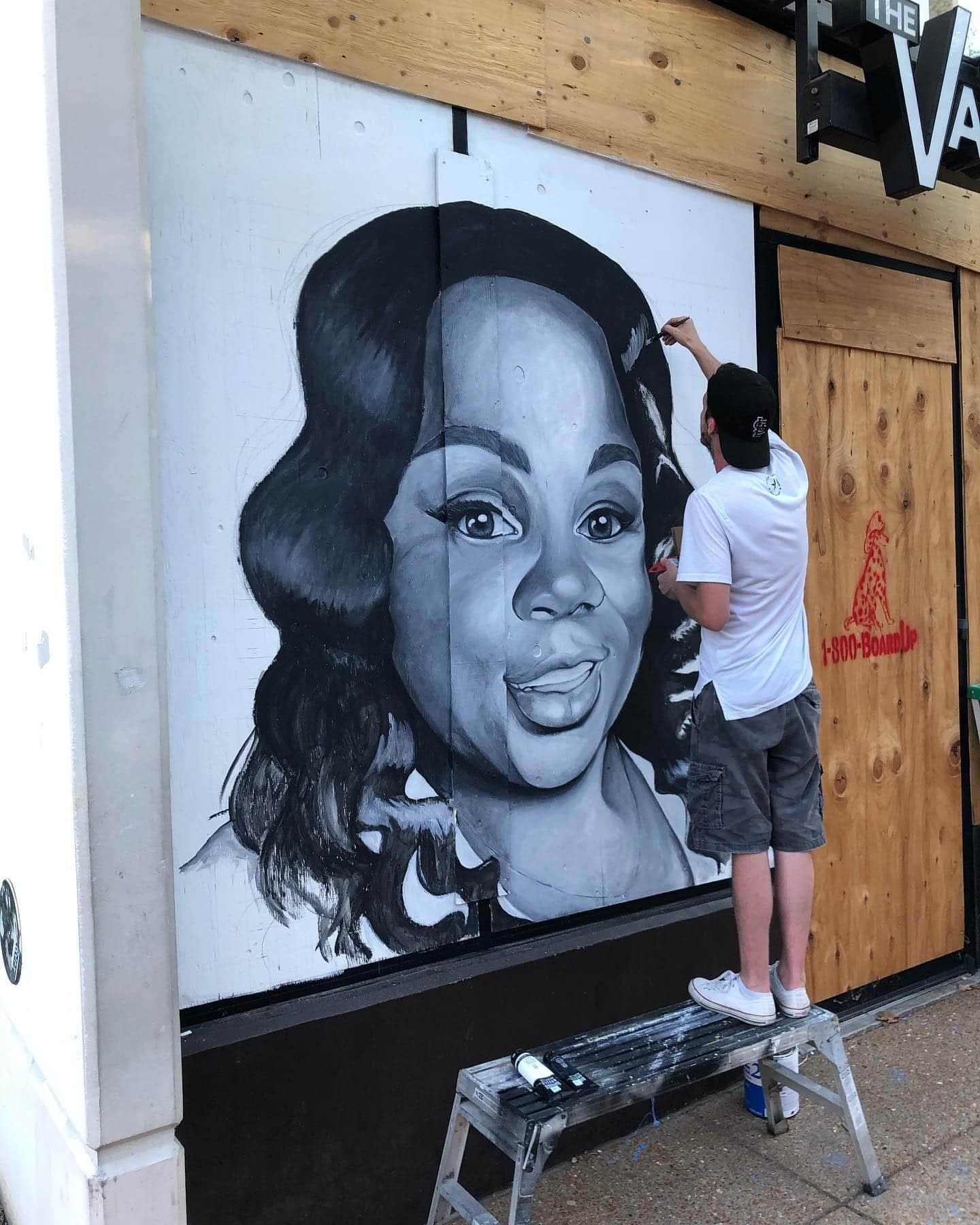 Ben Angelly Paints Breonna Taylor Mural in U City Loop